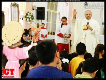 La Virgencita Celebrates Mass for the Day of the Child
