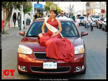 La Paz Institute Queen Candidates Carry Out a Caravan